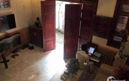 Cần tiền bán gấp  nhà 3 tầng kiệt 92 đường Đinh Tiên Hoàng, giá bán: 3,8 tỷ, hướng tây nam
