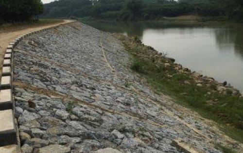 Đất ven sông 400m (15*27m) đường bê tông ô tô, đã có kè sông và điện đường