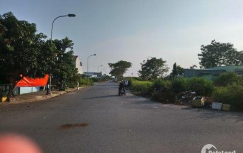 Mình cần chuyển nhượng lại 3 nền đất thuộc dự án Nam - Nam Sài Gòn cạnh dự án Khang Điền DT: 100 m2.Giá: 1 tỷ