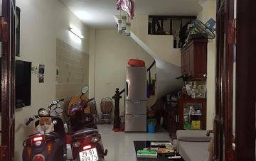 Bán nhà ở Đội Cấn, 5 tầng, ngõ rộng, tặng lại nội thất