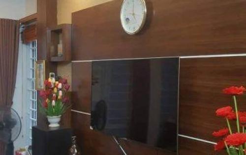 Bán nhà ở Chùa Láng, 30m2, 5 tầng, ngõ thông, lô góc, tặng lại nội thất