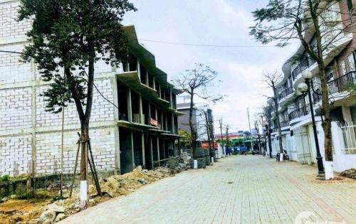 Cần bán căn Đông Nam 85m2, mặt tiền 5m, nằm ở trung tâm các khu tiện ích. LH: 0934 518 507
