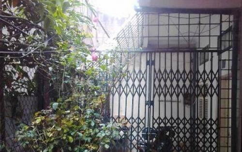 Cho thuê nhà nguyên căn Ngõ 15 Ngọc Hồi, điện nước nhà nước