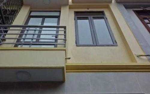 Bán nhà ngõ 18 Định Công Thượng, S 32 m2, giá 2,7 tỷ.