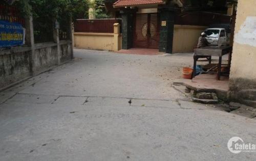 Bán đất Phố Trạm, gần chân cầu Vĩnh Tuy, 40m2, mt 3,8m, giá 1,6 tỷ.