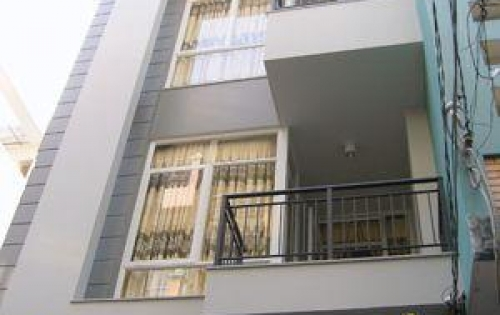 Gia đình cần bán gấp nhà hẻm xe hơi rộng 8m đường Lý Thường Kiệt, phường 11, quận 10.