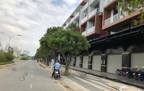 Cần bán nhà Phố ngay khu phức hợp LACASA đầy đủ tiện nghi.