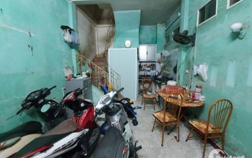 Tôi Bán Gấp Nhà Số 8 Hoàng Văn Thái 4,5 Tầng Diện Tích 30 m2 Giá 93 Tr/m2