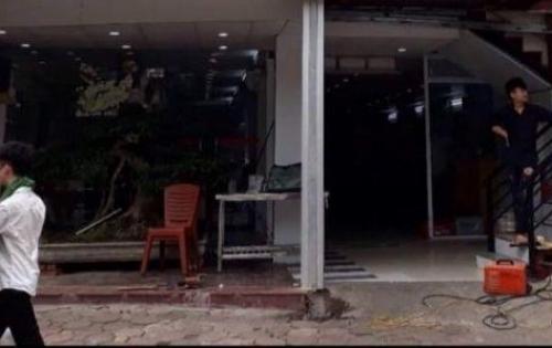 Cho thuê nhà phố Hoàng Quốc Việt làm công ty,... 240m2 MT 8m2 2T 100tr/tháng