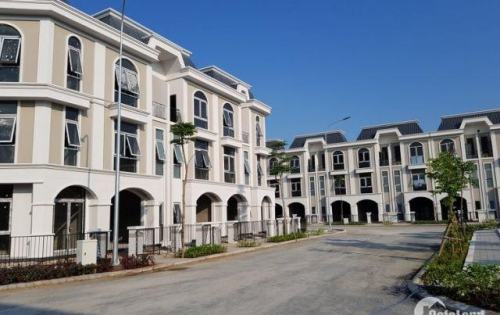 Cần bán nhà 1 trệt 2 lầu, 85m2, SHR, cách chợ Bình Chánh 8km giá  2,5 tỷ