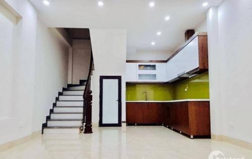 Nhà Đẹp Nguyễn Khang, Ngõ Nông,Nhà Mới Thoáng Sáng, 32m2 x 5T, MT 4.3m, Chỉ 3.05 Tỷ.