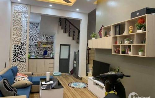 Cần bán gấp nhà riêng trong tuần Phố Thái Hà, chỉ với 1,25 tỷ, DT 16m2,  3 tầng, MT 2,8m.
