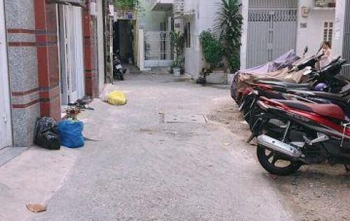 Bán nhà Nguyễn Trọng Tuyển 70m2, 3.5x20m, P8 Phú Nhuận, giá 6.8 tỷ TL.  + Nhà 1 trệt 2 lầu 5 phòng ngủ rộng rãi, có sân trước nhà để xe vài chiếc.