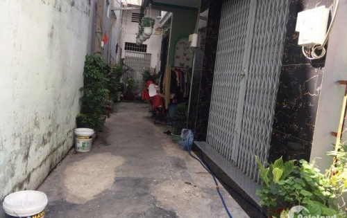 Bán nhà hẻm đường Tân Sơn Nhì, DT 4m x 10m, nhà 1 lửng. Giá 3.7 tỷ.