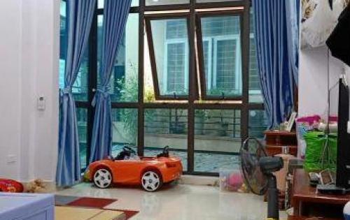Bán nhà đẹp, ngõ rộng thoáng dân trí cao phố Nguyễn Lân giá 3,2 tỷ.