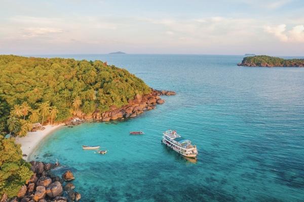 Sóng đầu cơ xô dạt thiên đường nghỉ dưỡng Phú Quốc