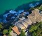Nhà mái sóng biển cheo leo trên vách đá Đại Tây Dương