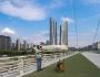 Toàn bộ tòa nhà được xây dựng trên khoảng đất rộng 5,2 ha và được thiết kế xây dựng đa phương tiện.